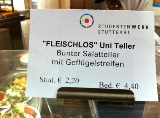Der 'Fleischlos' Uni Teller: Bunter Salatteller mit Geflügelstreifen (Studentenwerk Stuttgart)